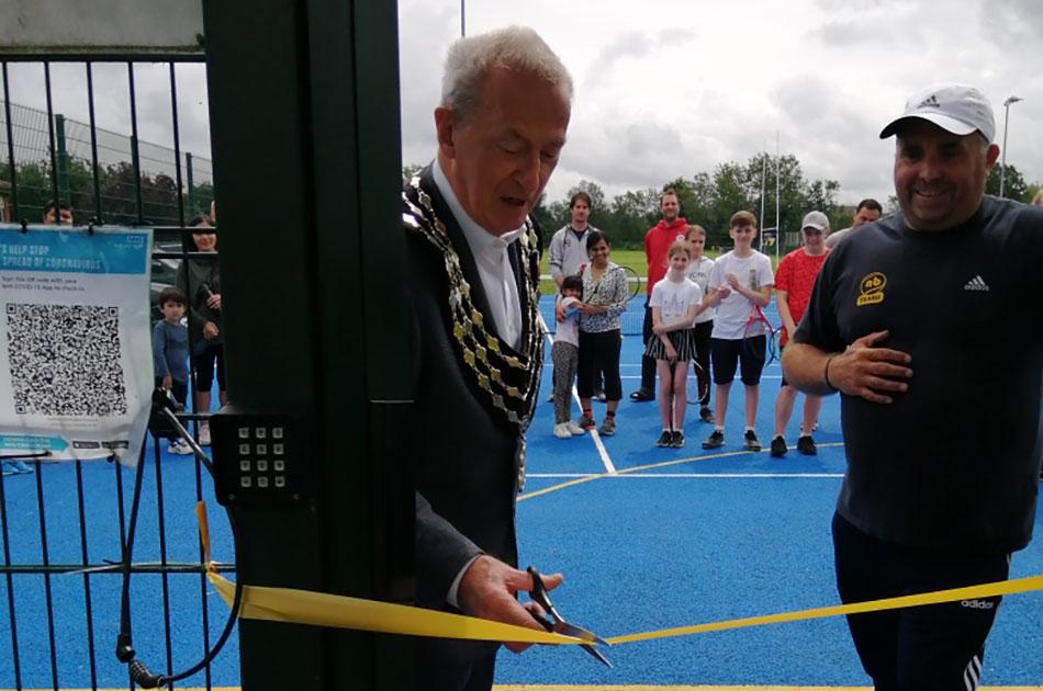 Mayor cutting the ribbon