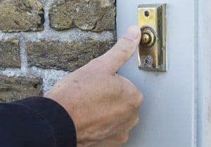 Scam-Ringing_the_door_bell
